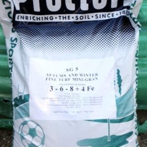 20kg sack of Proctors Autumn & Winter Lawn Feed with iron to kill moss